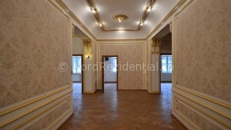 Apartament 6 camere de vanzare Romana